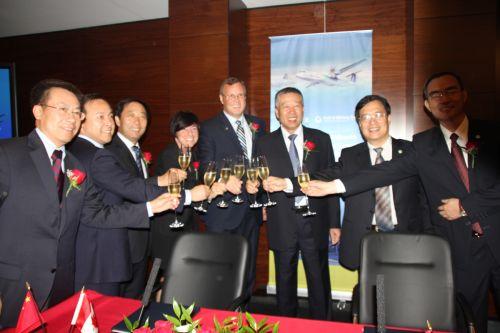 中航工业飞机与普惠签署新舟700动力系统意向书1.jpg