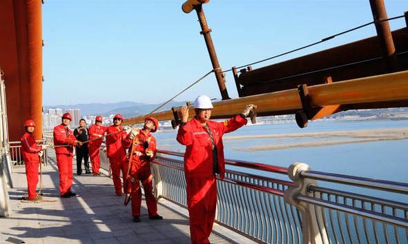 湖北十堰:天然气管道过汉江