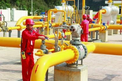 我国首条连接海陆千万吨原油管道投产