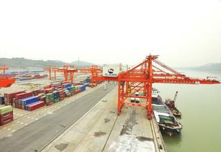 2016年全国规模以上港口货物吞吐量达118亿吨