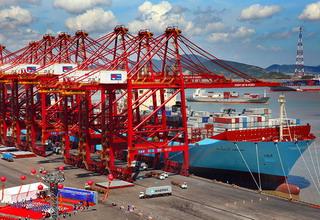 宁波舟山港40万吨级航道试运行 国内首条