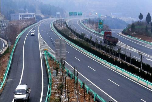 北向出川第三条高速公路通道 巴陕高速公路二期首段开通