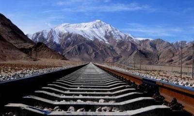 川藏铁路成雅段完成铺轨,预计11月通车