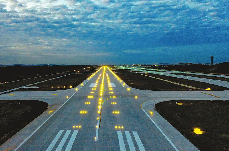 最高等级跑道通过预验收 成都天府国际机场将年底试飞