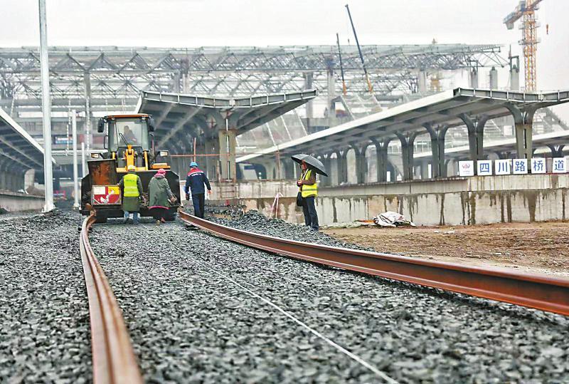 川南城际铁路泸州段铺轨入站